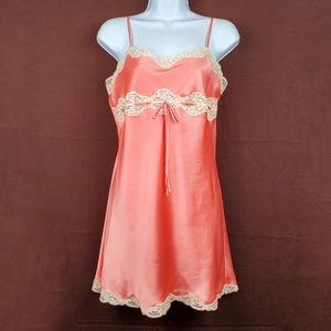 VICTORIA'S SECRET Coral Peach Satin Lace Slip M